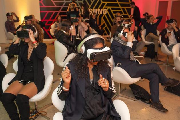 Музыкальная группа Years & Years провела первый виртуальный концерт